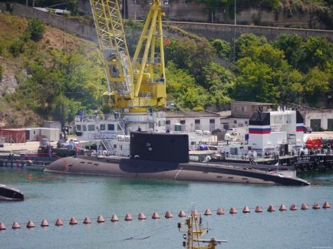 Thông số UET-1E tới nay vẫn là vô cùng bí ẩn, chỉ biết loại ngư lôi này có cỡ 533mm và hiện Hải quân Nga đã ký hợp đồng mua tới 73 quả ngư lôi loại này.