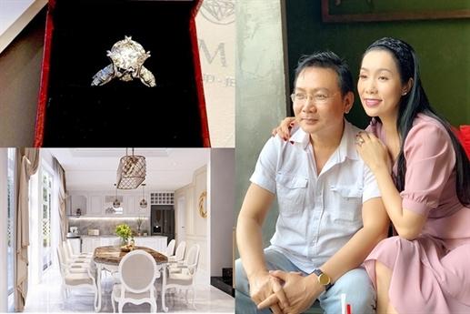 Không kém cạnh đồng nghiệp, á hậu Trịnh Kim Chi được chồng tặng chiếc nhẫn kim cương vào dịp 14/2. Đến sinh nhật vào cuối 2019, cô được tặng cả căn biệt thự làm quà.
