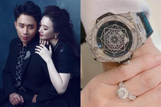 Trước đó, trong dịp kỷ niệm ba năm cưới, Trấn Thành tặng Hari Won nhẫn kim cương.