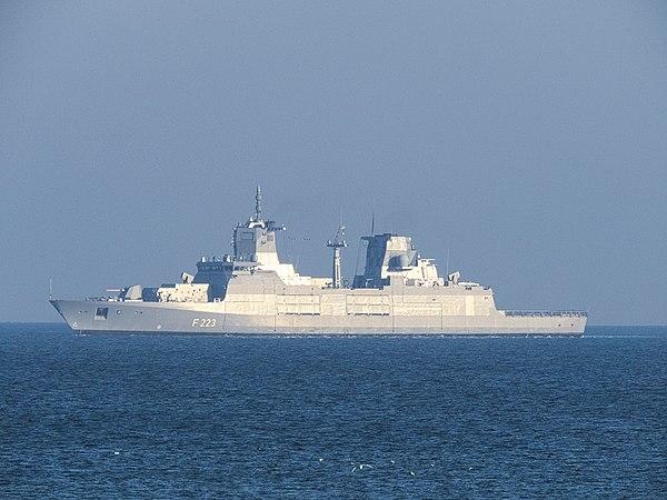 Buổi tiếp nhận khu trục hạm Nordrhein-Westfalen được tổ chức tại Wilhelmshaven (TKMS) hôm 5/3. Con tàu sẽ đi vào hoạt động huấn luyện và sẵn sàng chiến đấu ngay sau lễ bàn giao. Được biết, Tập đoàn TKMS được chọn làm nhà thầu chính cho việc chế tạo 4 chiến hạm 7.000 tấn thế hệ mới thuộc Type 125 với mục đích thay thế 8 tàu khu trục lớp Bremen hiện đang phục vụ cho Hải quân Đức.
