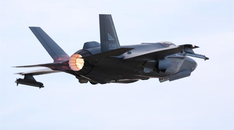 Bởi việc Na Uy bạo chi mua tiêm kích F-35 của Mỹ là nằm trong kế hoạch dùng để chống lại Nga. Theo tình huống giả định, chiến hạm và máy bay Nga xâm phạm vào vùng lãnh hải của Na Uy. Động thái Oslo đáp trả là huy động toàn bộ 52 chiếc F-35 tham gia chiến dịch đáp trả.