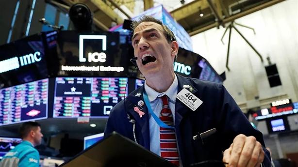 Giá dầu Mỹ sụt 25%, Washington đổ lỗi cho Nga-OPEC