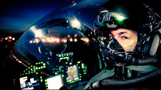 Nhà thầu quốc phòng Lockheed Martin vừa nhận được bản hợp đồng trị giá 352,6 triệu USD phát triển mũ bảo hiểm thế hệ III (HMDS) cho phi công lái F-35. Hợp đồng phải hoàn thành trước khi kết thúc năm 2020. Sau khi trang bị đầy đủ mũ thế hệ mới trong các lực lượng Mỹ, những khách hàng mua F-35 cũng sẽ trang bị dòng mũ tối tân này.