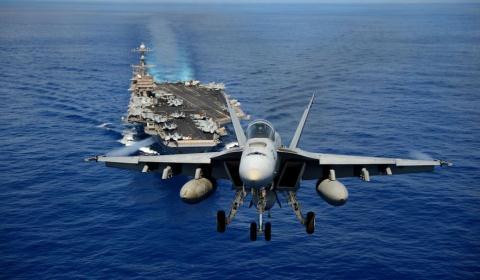 F/A-18 sanh ngang tiem kich tang hinh Su-57