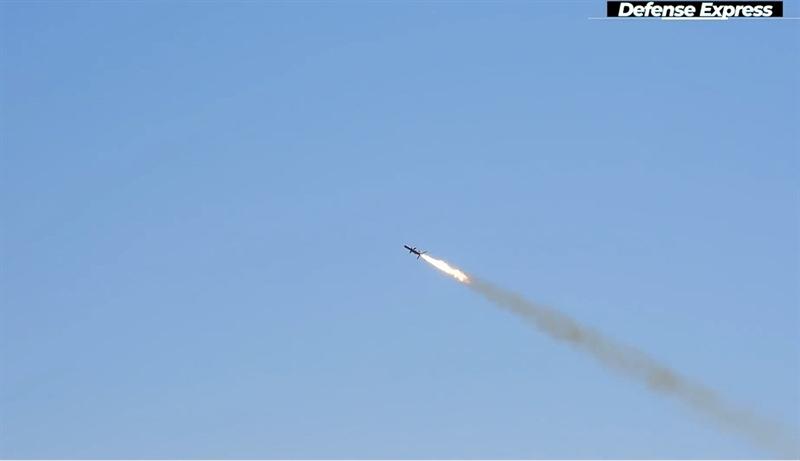 Do có thể khai hỏa từ nhiều loại bệ phóng khác nhau nên vũ khí này được giới quân sự Ukraine đánh giá rất cao. Hải vương tinh có thể được sử dụng để bảo vệ eo biển và lãnh hải, bảo vệ các tuyến biển ngoài khơi, căn cứ hải quân, cơ sở hạ tầng ven biển, cũng như bảo vệ bờ biển tại các hướng đe dọa đổ bộ trong phạm vi phóng tên lửa.