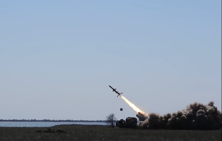 Oleksandr Turchynov, quan chức cấp cao thuộc Bộ Quốc phòng Ukraine tuyên bố, tên lửa này có thể diệt mục tiêu cách xa tới gần 300km. Vũ khí được phát triển bởi Văn phòng thiết kế nhà nước LUCH có thể được phóng từ tàu chiến, những bệ phóng di động ven biển và máy bay chiến đấu.