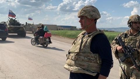 Thiết giáp Nga chặn đoàn tuần tra Mỹ tại Syria