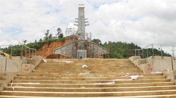 Huyện nghèo xây tượng đài 14tỷ và chuyện kỷ luật ngân sách