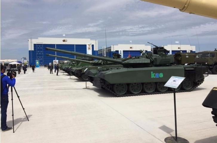 Đặc biệt, khả năng tác chiến ban đêm của T-72 cũng được cải thiện đáng kể khi pháo thủ và chỉ huy xe được trang bị hệ thống quan sát quang ảnh nhiệt mới cùng với đó là hệ thống máy tính đường đạn giúp tăng tầm bắn hiệu quả của xe tăng từ 1.800m đến 2.500m.