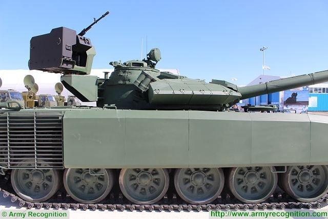 Thay đổi dễ nhận thấy nhất trên chiếc xe tăng T-72 được trang bị gói nâng cấp mới là hệ thống giáp khác biệt. Với phần giáp phản ứng nổ được bố trí phía trước thân xe, xung quanh và phía trên tháp pháo nhằm vô hiệu hóa các loại tên lửa chống tăng dẫn đường của đối phương. Hai bên thân xe cũng được trang bị giáp lồng.