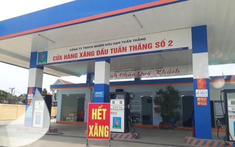 Loat cay xang bat ngo dong cua: 'Khong the nhap duoc hang'