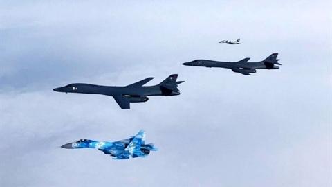 Máy bay ném bom Mỹ lần đầu vượt qua biên giới Ukraine