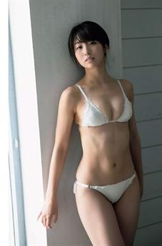 Cô sở hữu chiều cao 1.62m cùng thân hình gợi cảm, đặc biệt là vòng một hơn người.