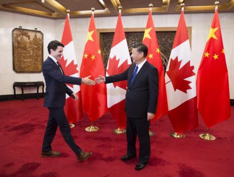 Canada tu choi Huawei, ga khong lo gap chuong ngai vat