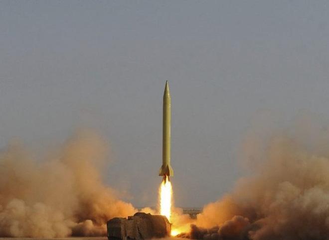 Tầm bắn lên tới 2.000 km tùy phiên bản, có thể mang đầu đạn hạt nhân hoặc đầu đạn thông thường với trọng lượng 1,2 tấn.