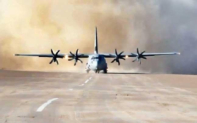 Để sẵn sàng đối phó với cuộc đụng độ quy mô lớn, Không quân Ấn Độ còn xây dựng cầu vận tải hàng không bằng những vận tải cơ hàng đầu thế giới như máy bay C-17, C-130 và An-32. Tất cả những máy bay này đã được điều động đến khu vực Đông Ladakh.