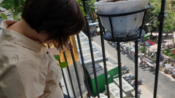 Dân chết dở cạnh khách sạn dát vàng Hà Nội Golden Lake