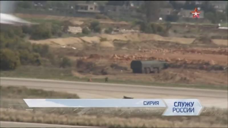 Trước khi truyền thông Nga tiết lộ thông tin này, Công ty ảnh vệ tinh ISI của Israel đã công bố bức ảnh chụp được tại căn cứ không quân Hmeymim ở tỉnh Latakia của Syria, trong đó chi tiết rất đáng chú ý đó là sự xuất hiện xe mang phóng tự hành của tổ hợp tên lửa chiến thuật Iskander.