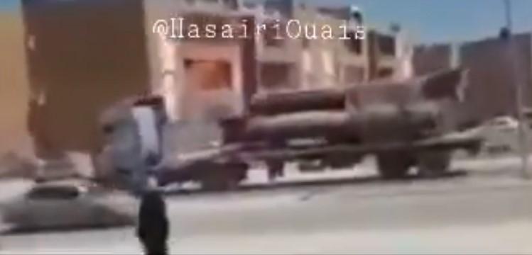 Theo hình ảnh được công bố, những chiếc xe tải hạng nặng nối đuôi nhau chuyển tên lửa đạn đạo R-17 về hướng thành phố chiến lược Sirte - nơi sắp diễn ra cuộc tấn công quy mô lớn của liên minh Thổ Nhĩ Kỳ - Chính phủ Hiệp định Quốc gia Libya (GNA).