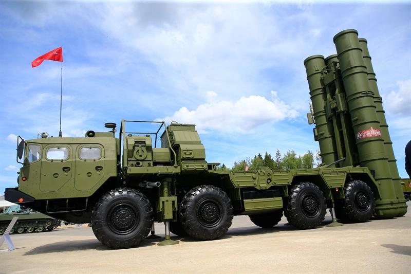 Trước khi nghị sĩ John Thune đưa ra đề xuất trên, trang Bloomberg dẫn lời nguồn thạo tin cho biết, Thổ Nhĩ Kỳ đã đề nghị các chuyên gia kỹ thuật Mỹ nghiên cứu các hệ thống phòng thủ tên lửa S-400 nhận từ Nga.