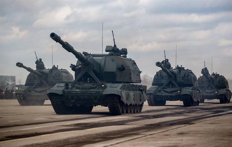 Để sở hữu những phát bắn chính xác tương đương súng bắn tỉa, pháo tự hành Koalitsiya-SV được nhà sản xuất Nga trang bị hệ thống dẫn đường GLONASS giúp điều khiển quỹ đạo bay của đạn khi đang bay tới mục tiêu.