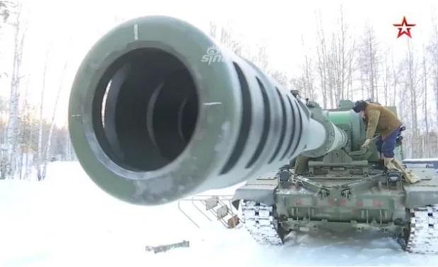 Theo tuyên bố của Giám đốc Trung tâm Nghiên cứu và Thiết kế tại Viện Nghiên cứu Trung tâm Burevestnik (nhà phát triển của howitzer) Pavel Kovalev, Hải quân Nga đang có kế hoạch trang bị cho các tàu chiến với khẩu pháo hoàn toàn mới lấy từ hệ thống pháo tự hành trên mặt đất Koalitsiya-SV.