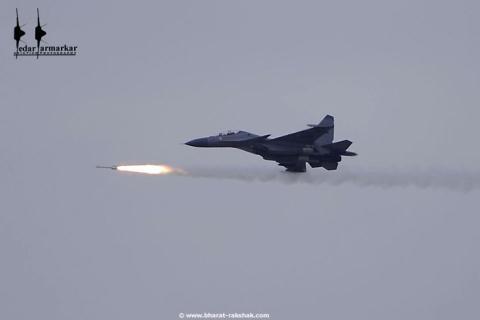 Hiện lực lượng Không quân của Ấn Độ chủ yếu dựa vào chiến đấu cơ Su-30 và MiG-29 do Nga sản xuất. Chiến đấu cơ mạnh nhất của Ấn Độ hiện nay có nguồn gốc từ Nga là loại chiến đấu cơ đa năng Sukhoi Su-30MKI. Có khoảng gần 300 chiếc tính đến năm 2019.