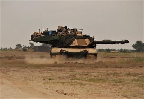 Nhưng khi đối đầu với kiểu tấn công kép của 2 đạn gần như đồng thời, hệ thống phòng thủ do Israel sản xuất này không kịp phản ứng để đánh chặn. Vì vậy, khi triển khai tại Ba Lan và phải đối đầu với đòn tấn công kép của tên lửa RPG-30 của Nga, cơ hội sống của xe tăng Mỹ là rất mong manh.