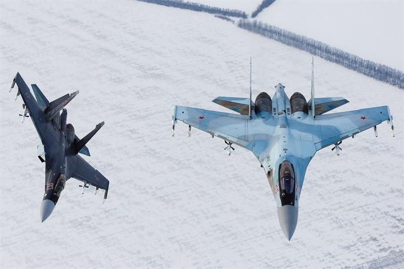 Ban đầu, vấn đề liên quan đến việc Nga chưa phê duyệt danh sách các sản phẩm nông nghiệp và công nghiệp nhẹ do Indonesia đề xuất như một phần của gói trao đổi hàng hóa cho việc mua 11 chiếc Su-35 được xem là trở ngại chính.