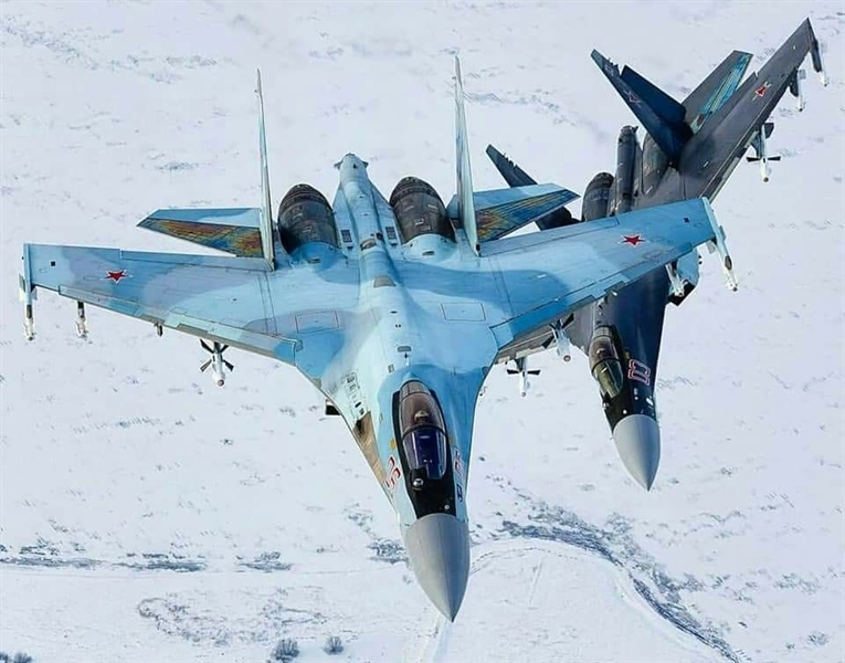 Trong khi 9 máy bay còn lại đã được lên kế hoạch bàn giao sau đó trong hai lô 4 và 5 chiếc vào tháng 2/2020 và tháng 7/2020. Nhưng vào tháng 2/2019, Bộ trưởng Bộ Luật và Chính sách An ninh Indonesia Viranto sau chuyến thăm làm việc tại Moskva và một cuộc họp với đại diện của chính phủ Nga, nói rằng các bên đã đồng ý hoãn giao Su-35.