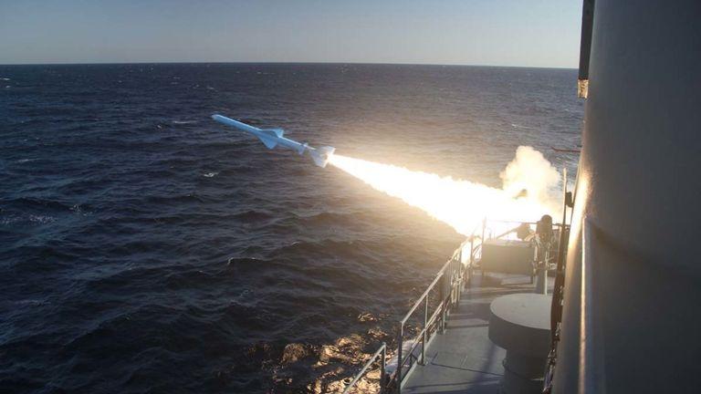 Dù không công bố thông số cũng như loại tên lửa cụ thể nào nhưng theo nhận định của truyền thông Mỹ, cũng giống như những loại tên lửa khác, loại tên lửa chống hạm mới Iran đang úp mở có thể vẫn được phát triển và dựa trên nguyên mẫu từ Trung Quốc.