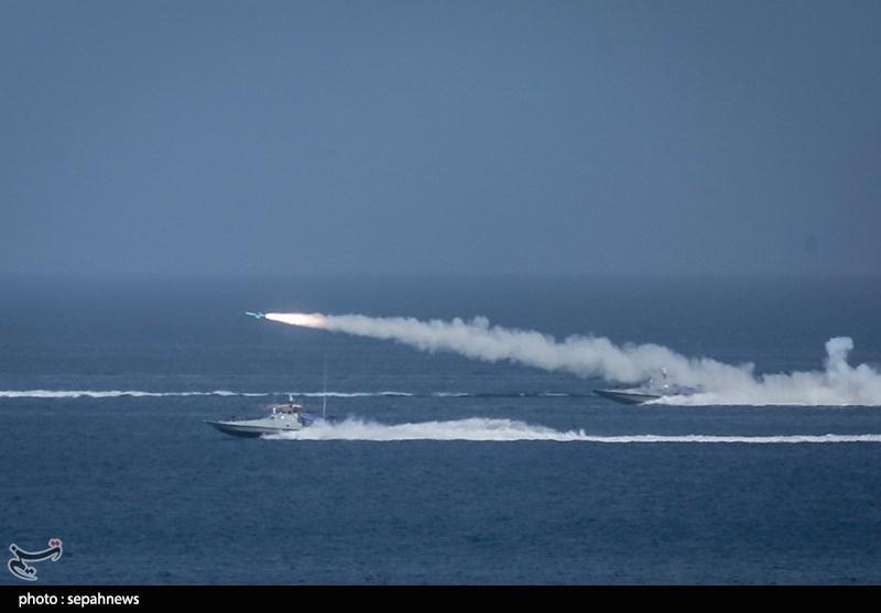 Cùng với đó, lực lượng tên lửa bờ cũng đồng thời khai hỏa. Để đảm bảo mục tiêu bị tiêu diệt, cuộc tấn công còn lực lượng tàu cao tốc gắn tên lửa, lực lượng đặc nhiệm áp sát và gắn thuốc nổ...