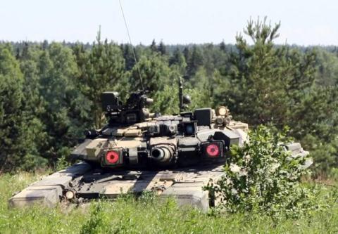 Một lí do khác là ngoài việc được sử dụng trong Lục quân Nga với số lượng gần 1000 chiếc, T-90 cũng là dòng xe tăng khá thành công trên thị trường xuất khẩu. Tính đến năm 2016, Nga đã bán được khoảng gần 2000 chiếc T-90 (cho Ấn Độ, Algérie, Turkmenistan, Uganda, Azerbaijan…).