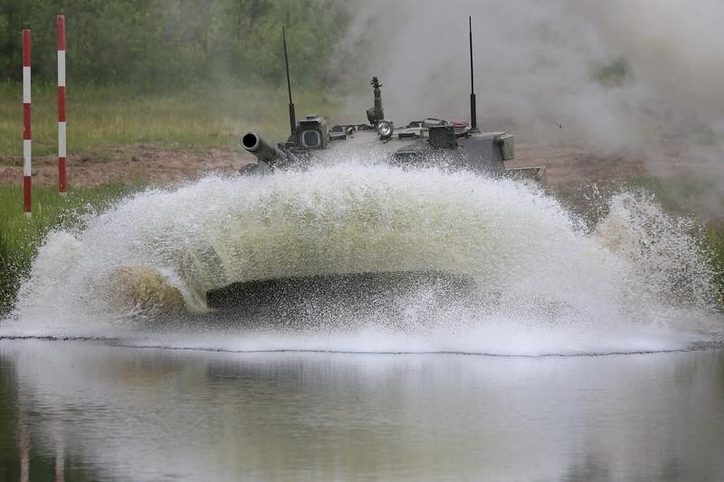 Sprut-SD với trọng lượng nhẹ chỉ 18 tấn nhưng lại được trang bị 01 pháo nòng trơn 2A75 125mm với cơ số 40 viên đạn, giúp cho sức mạnh của nó có thể sánh ngang với những xe tăng chiến đấu chủ lực.