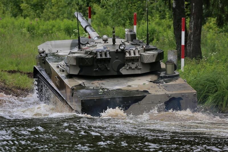 Tăng 2S25 Sprut-SD (Bạch tuộc) hay còn được gọi là xe tăng lội nước hoặc pháo tự hành chống tăng được Công ty Cổ phần máy kéo Volgograd phát triển để trang bị cho lực lượng Đổ bộ đường không (VDV) của Quân đội Nga.
