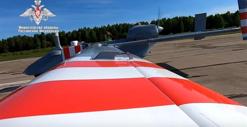 Tổ hợp này có được những khả năng mới nhờ công nghệ phát triển tiên tiến, cho phép máy bay thực hiện nhiệm vụ trinh sát cả ngày lẫn đêm bằng thiết bị quang học, vô tuyến và radar.
