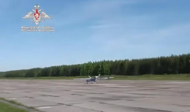 Đường truyền dẫn vô tuyến mới cho phép tăng phạm vi hoạt động của máy bay thêm 100 km và tăng cường hệ thống tự bảo vệ chống lại tác động từ các phương tiện kỹ thuật nước ngoài. Khối lượng của thiết bị này là khoảng 500 kg. Thời gian bay của máy bay lên tới 18 giờ còn độ cao lên tới 6.000m.