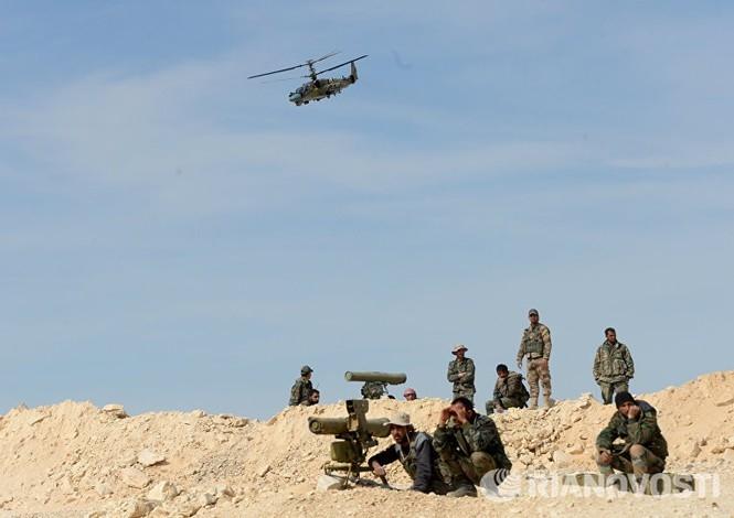 Trang bị mới của Ka-52 đã được trang We Are The Mighty của Mỹ đánh giá rất cao khi so với Apache. Theo báo Mỹ, AH-64 Apache từng là trực thăng tấn công hàng đầu thế giới nhưng đang bị Ka-52 của Nga soán ngôi.