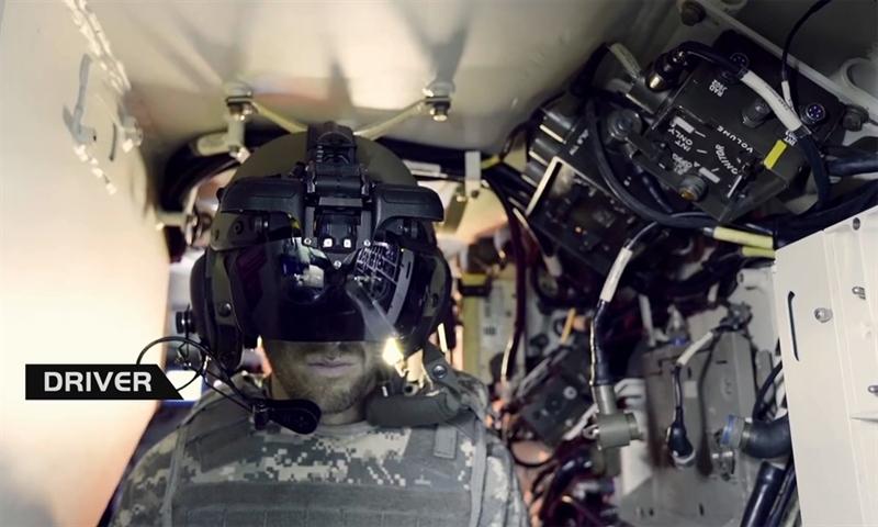 Bên trong mũ có các cảm biến để kết nối với não của người đội. Bên ngoài xe được lắp một trạm cảm biến tìm kiếm và chỉ thị mục tiêu quang-hồng ngoại kết nối với mũ bảo hiểm.