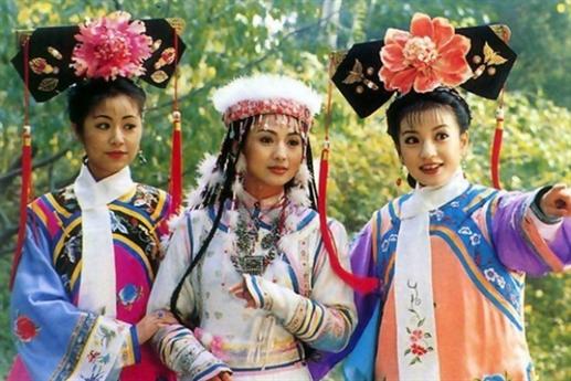 Lưu Đan là con một trong gia đình nghèo ở Cáp Nhĩ Tân. Từ bé đã yêu thích nghệ thuật, cô được bố mẹ cho đi học múa ba lê. Sau đó, người đẹp gia nhập quân đội trong đội văn nghệ binh để giảm gánh nặng kinh tế cho gia đình.