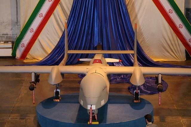Báo Israel cho biết, máy bay Fotros còn được trang bị thiết bị hạ cánh có thể thu vào. Ngoài ra, Iran cũng đầu tư sản xuất bom xuyên giáp theo phương thẳng đứng để sử dụng cho máy bay không người lái.
