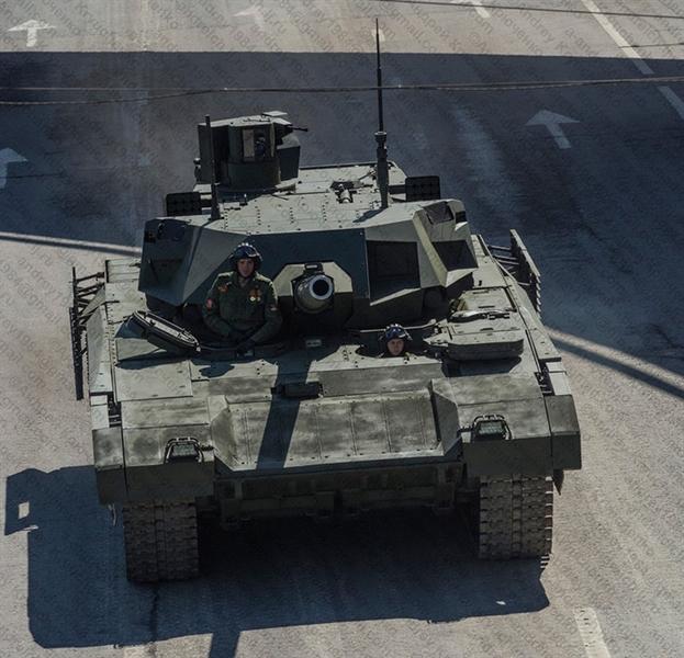 Nguyên bản T-14 Armata không được trang bị súng máy đồng trục PKT, nhưng theo yêu cầu của Bộ Quốc phòng Nga, Uralvagonzavod đã phải thay đổi thiết kế và bổ sung loại súng máy này trên những cỗ tăng khi chính thức được đưa vào trang bị.