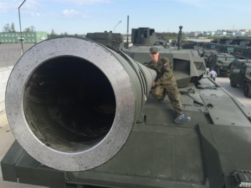Thông tin khiến giới quân sự chú ý nhất chính khẩu pháo chính L-56 2A82-1M được nâng cấp từ pháo L-48 2A46 125mm trang bị trên các dòng xe tăng T-72, T-80 và T-90.