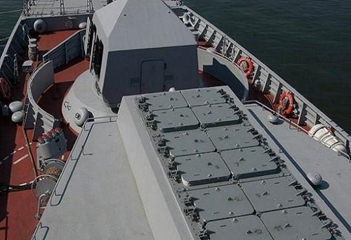 Redut có thể lắp trên các tàu lớp Projekt 20380, 20385 và tàu lớp Projekt 22350. Hệ thống Redut được chuẩn hóa về tên lửa và một số bộ phận khác với hệ thống tên lửa phòng không mặt đất cơ động Vityaz.