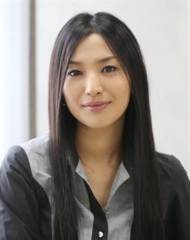 Sei Ashina năm nay 36 tuổi, nổi tiếng qua nhiều bộ phim truyền hình được yêu thích. Hình ảnh của cô cũng thường gắn với bộ kimono truyền thống của người Nhật.