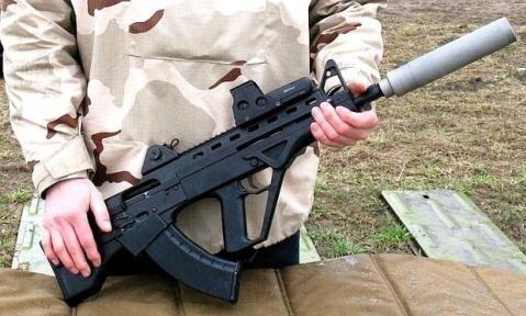 Ngoài ra, Malyuk được trang bị thêm một bộ phận giảm thanh rời. Loại súng này nặng 3,8 kg khi chưa mang theo đạn và có 3 thanh ray Picatinny để trang bị các phụ kiện như kính ngắm, giá đỡ 3 chân.