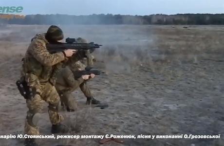 Malyuk có thiết kế kiểu bullpup, tức là toàn bộ phần khóa nòng và hộp đạn đều được lắp phía sau cò súng.