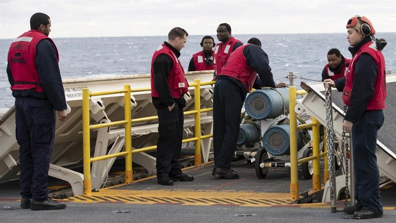Nguyên nhân là đến thời điểm hiện tại, mới chỉ có 2 trong tổng số 11 Thang máy Vũ khí Tiên tiến (AWE) của tàu có thể hoạt động.