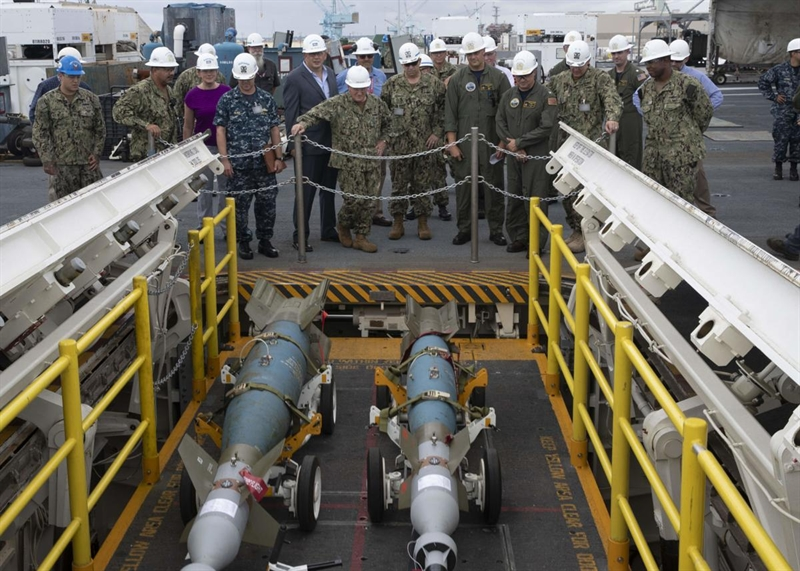 Ngoài ra, các quan chức Hải quân Mỹ còn thừa nhận, kế hoạch lắp đặt AWE trước đó liên tục bị trì hoãn sau 4 sự cố trong giai đoạn 2015-2017, khi các thang nâng \
