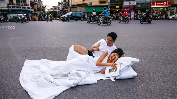 Tâm sự thật tác giả bộ ảnh cưới chăn gối giữa đường